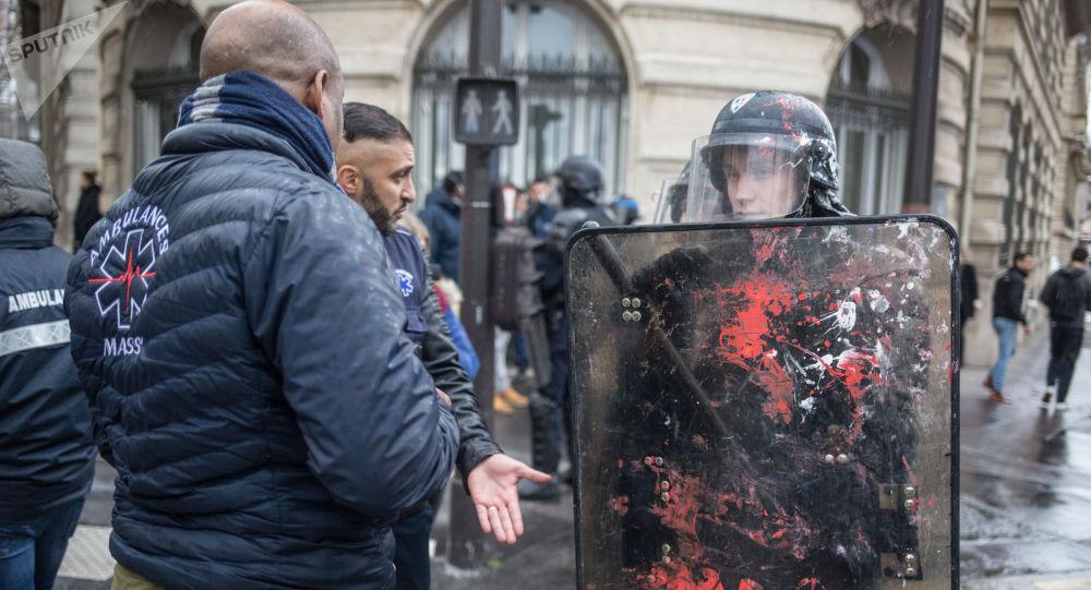 Les gendarmes lors d'une actiondes gilets jaunes à Paris