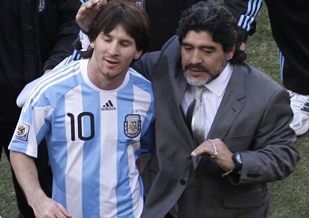 Lionel Messi et Diego Maradona lors du Mondial 2010 (archive photo)