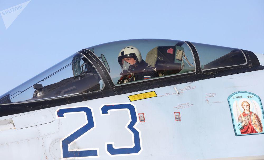 Faucons de Russie: vols de démonstration de chasseurs Su-35S près de Vladivostok