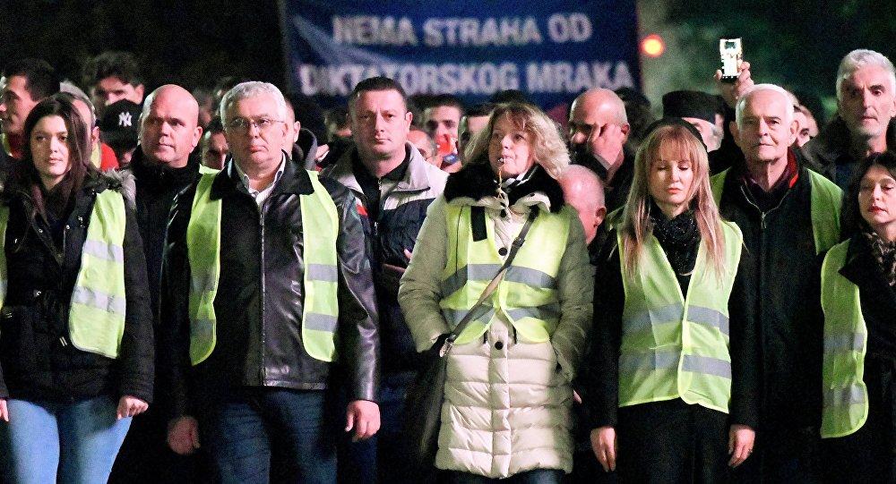 L'opposition revêt des gilets jaunes pour manifester au Monténégro