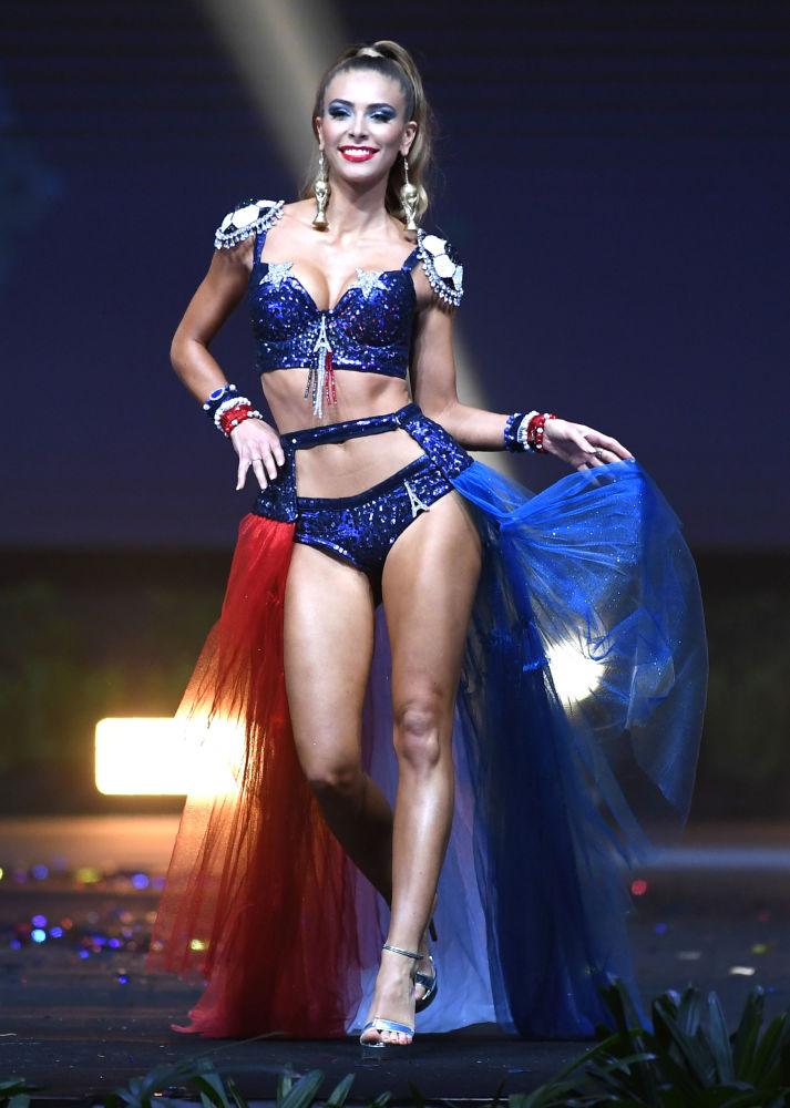 Le défilé en costumes nationaux du concours Miss Univers 2018