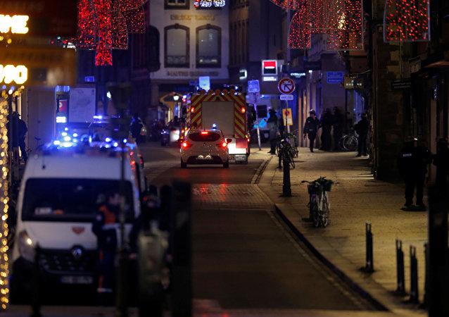 Des pompiers sur le lieu de la fusillade à Strasbourg le 11 décembre