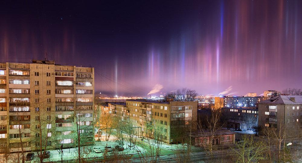 Des colonnes lumineuses au-dessus de Nijni Taguil