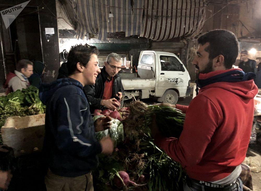 Marché nocturne dans le quartier arménien d'Alep