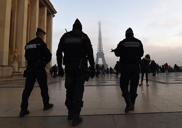 Des gendarmes français à Paris