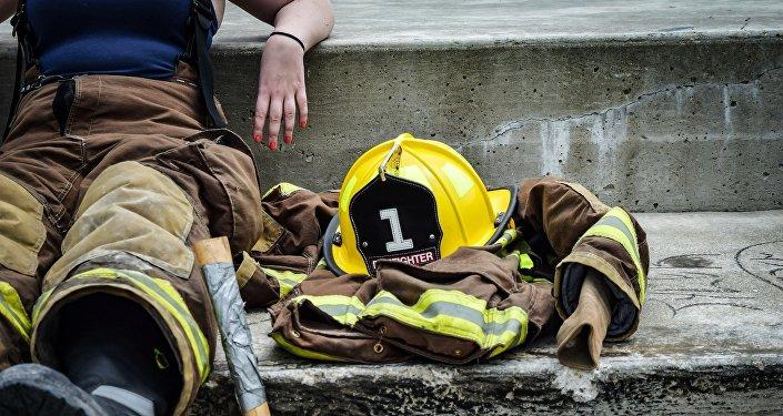 Une femme-pompier