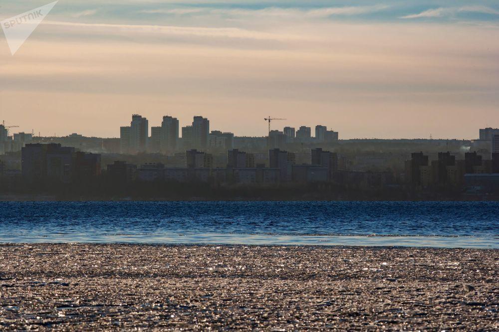 Vue sur Petrozavodsk et sur le lac Onega