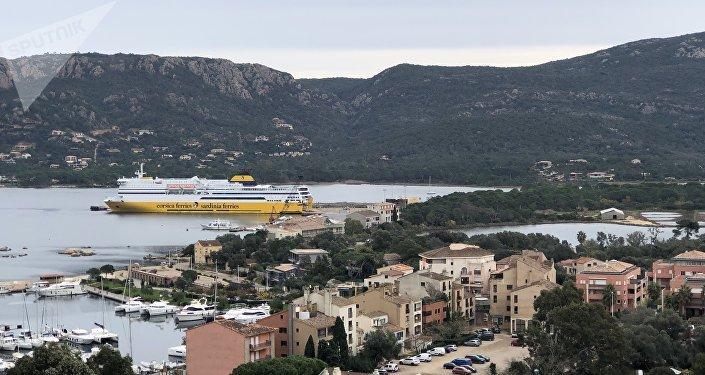Le port de Porto-Veccio en Corse