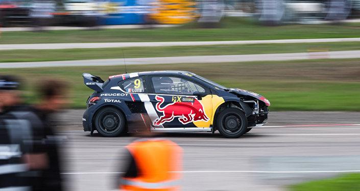 Sébastien Loeb au volant d'une Peugeot