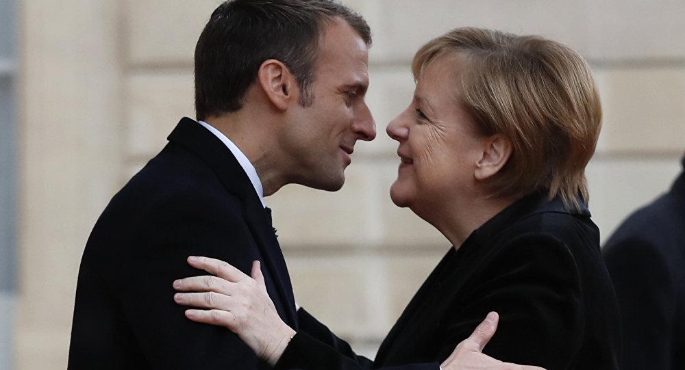 Gouvernement Valls 2 ça va valser ! Macron ne vous offrira pas de macarons...:) - Page 8 1039614142