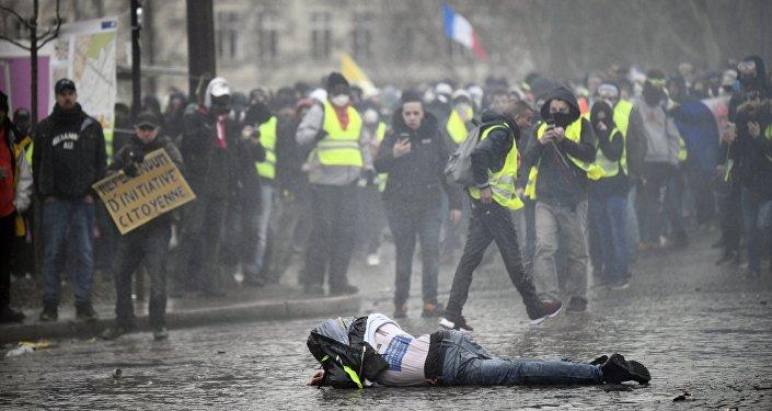 Gilets jaunes : le maire de Toulouse infiltre les casseurs