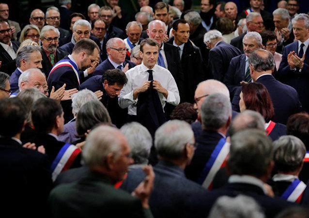 Emmanuel Macron au lancement du grand débat à Grand Bourgtheroulde
