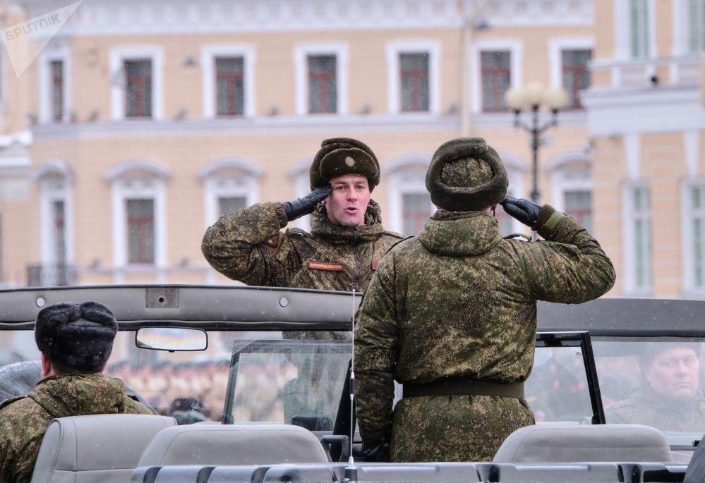 Répétition du défilé en l'honneur du 75e anniversaire de la levée du siège de Léningrad