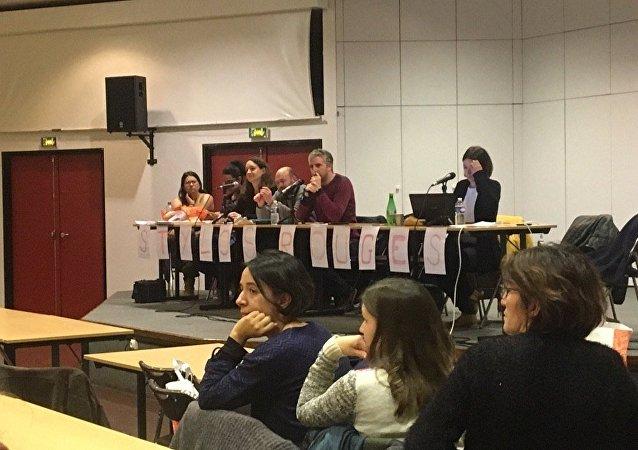 L'assemblée des Stylos rouges à Créteil le 16 janvier 2019.