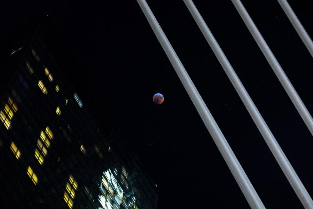 L'éclipse de la Lune de sang dans différents pays