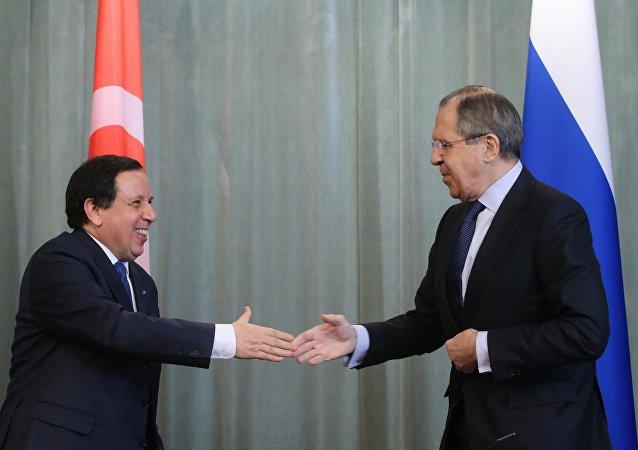 Sergueï Lavrov et son homologue tunisien Khemaies Jhinaoui