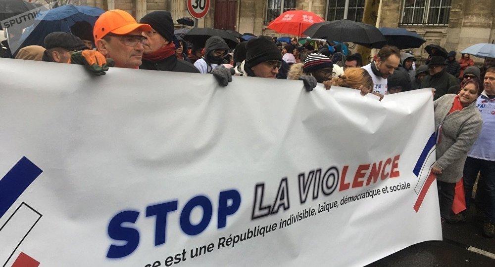 styles de variété de 2019 fournir beaucoup de pas cher Les Foulards rouges ont défilé à Paris en réponse aux Gilets ...