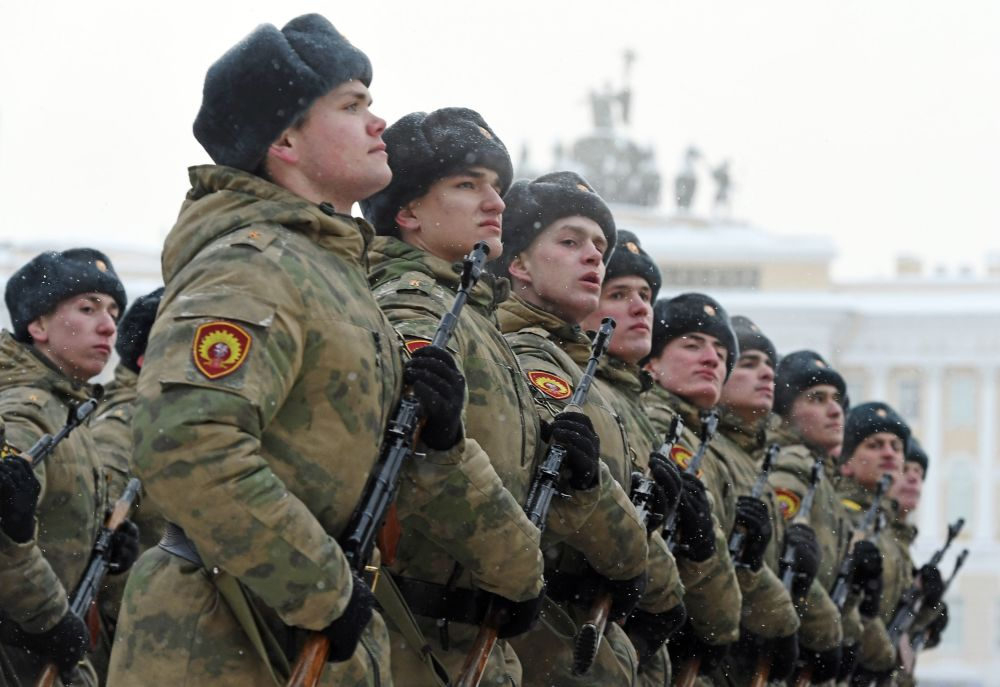 Défilé en l'honneur du 75e anniversaire de la levée du siège de Léningrad