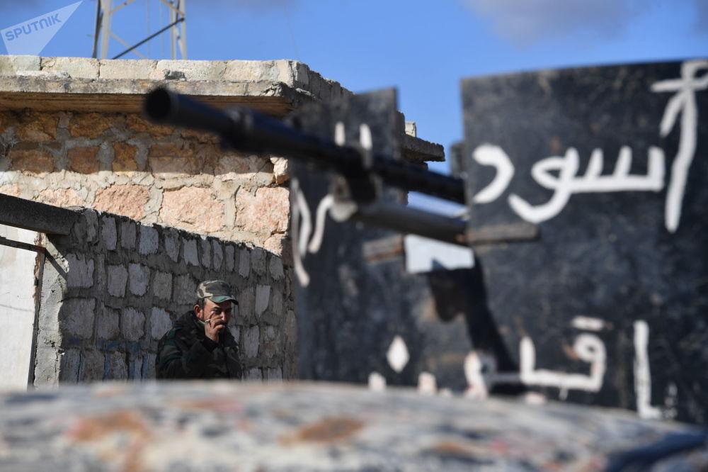 Les miliciens syriens font face au Front al-Nosra dans la banlieue d'Alep