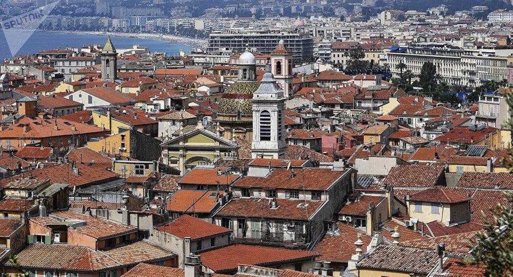 Chahuté par des Gilets jaunes à Nice, Éric Ciotti exfiltré par la police (vidéo)