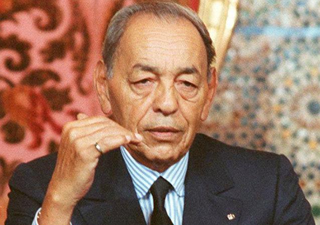le roi du Maroc Hassan II, s'adresse aux téléspectateurs, le 06 novembre 1997 à Rabat lors d'un discours télévisé