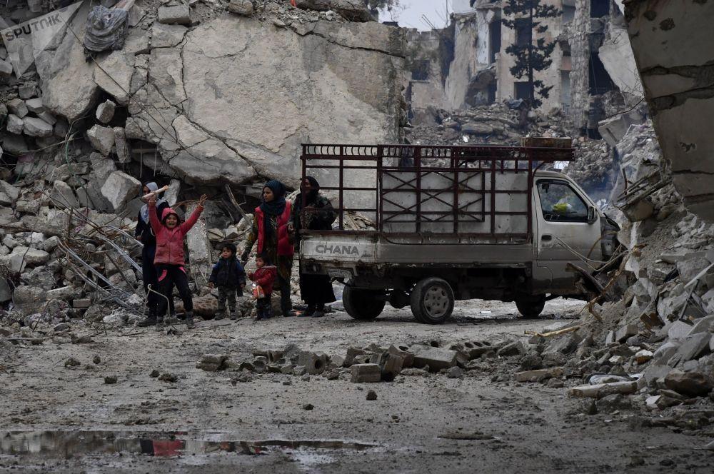 La vie dans les quartiers détruits d'Alep