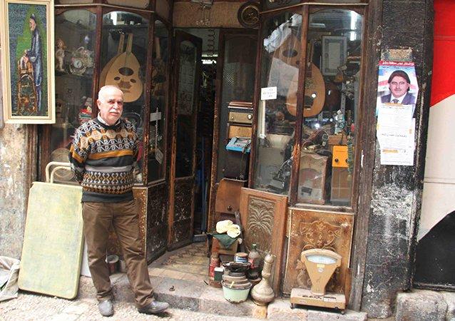 Le marchand syrien d'objets d'art, d'ameublement et de décoration anciens, Issam al Katib