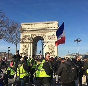 Acte 14 des Gilets jaunes, le 16 février, près de l'Arc de Triomphe