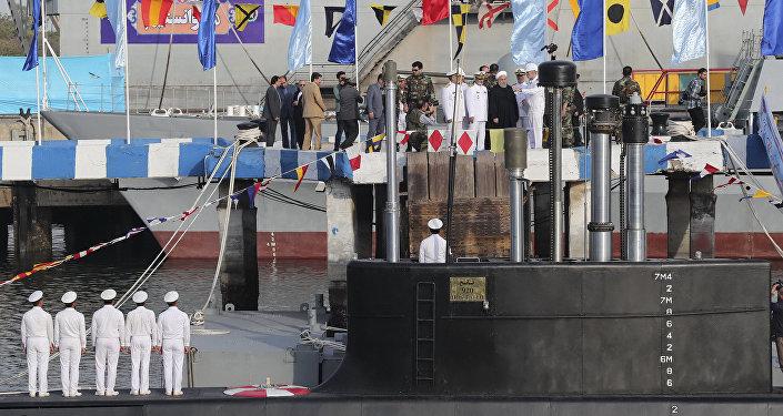 Le Président iranien Hassan Rohani assiste à la présentation du sous-marin Fateh, le dimanche 17 février 2019