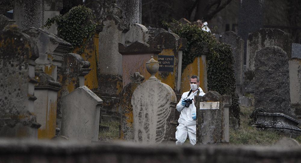 Un cimetière juif profané en Alsace, Emmanuel Macron promet