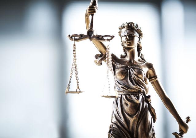 Статуя богини правосудия Фемиды с весами