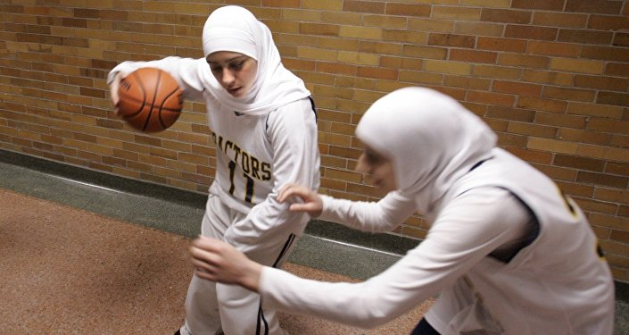 Fatima Kobeissi, school basketball player