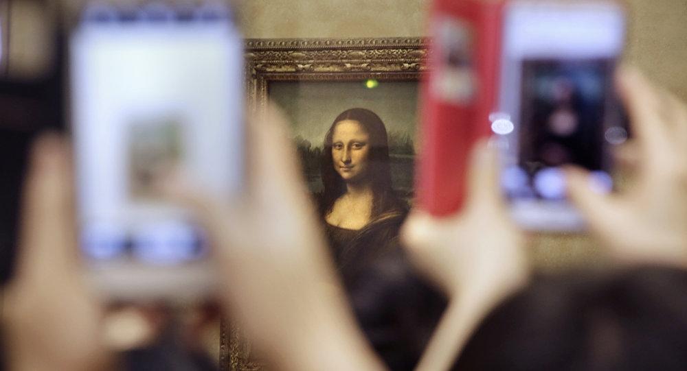 La Joconde exposée au Louvre