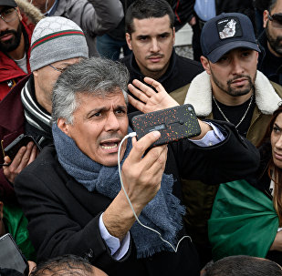 Algerian businessman and political activist Rachid Nekkaz (C) argues with Algerians in front of the Geneva University Hospitals (HUG) buildings in Geneva on March 8, 2019