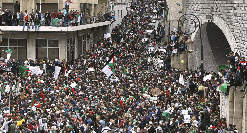 Bouteflika c'est (presque) fini, report probable des élections — Algérie