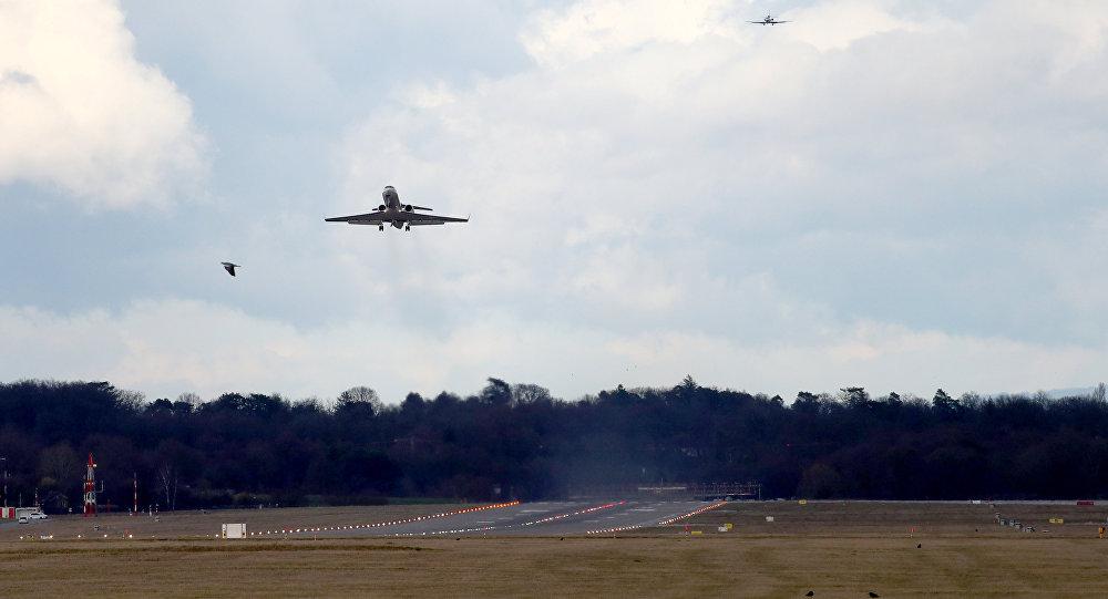 L'avion de Bouteflika décolle pour retourner en Algérie
