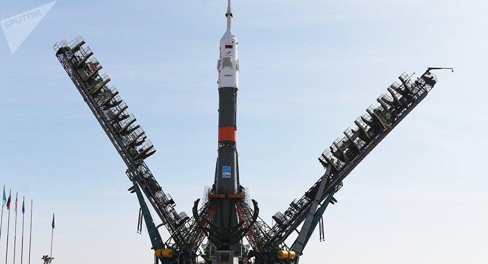 Le lanceur Soyouz-FG installé sur un pas de tir du cosmodrome de Baïkonour