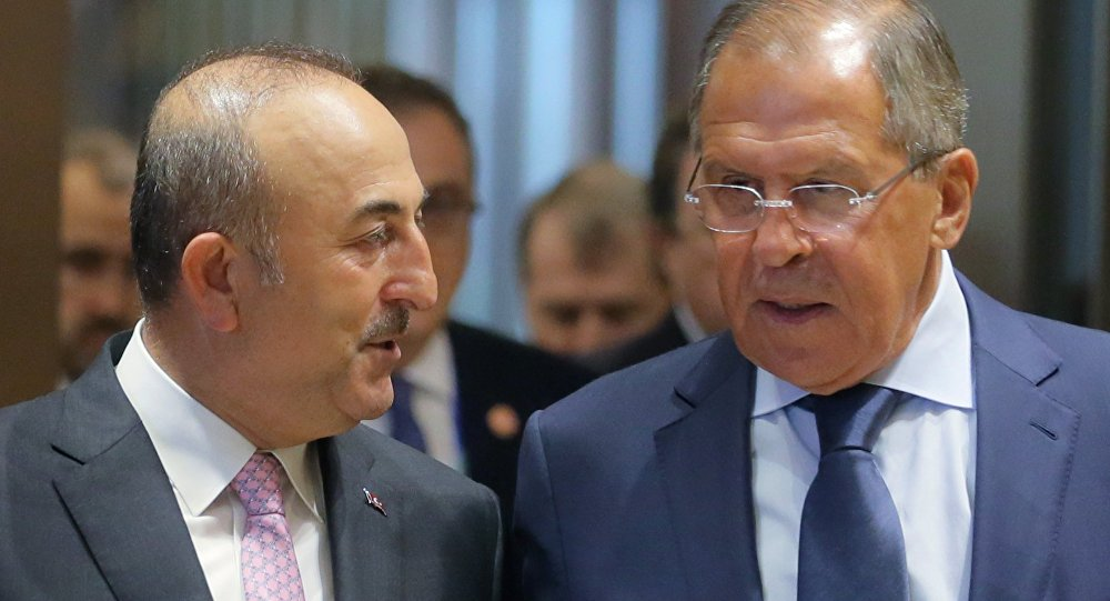 Les minstres turc et russe des Affaires étrangères Mevlut Cavusoglu et Segueï Lavrov