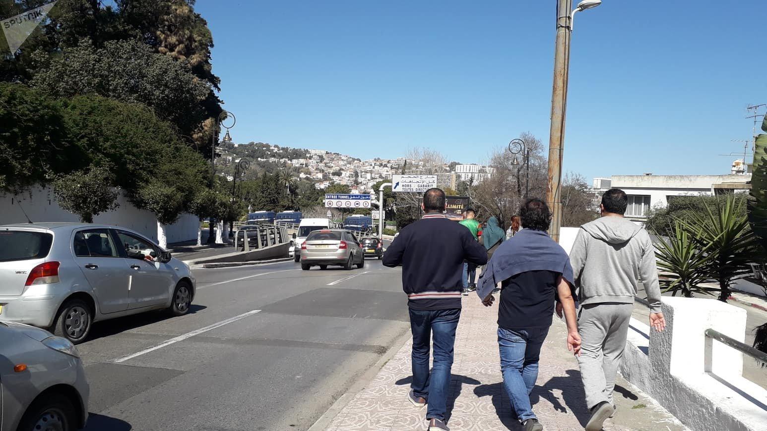 Des manifestants sur le chemin du retour