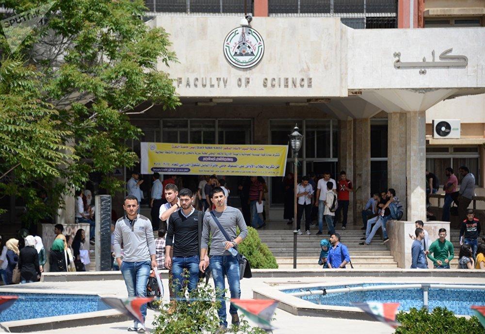 Des étudiants à Homs