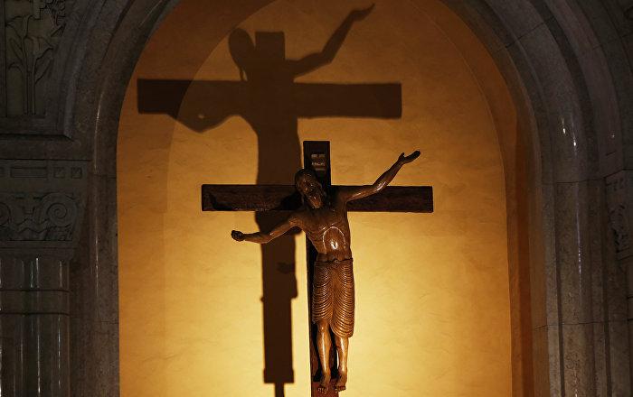 Un crucifix (Basilique de Lisieux, France)