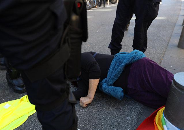 Une militante des Gilets jaunes, Geneviève Legay, blessée à Nice