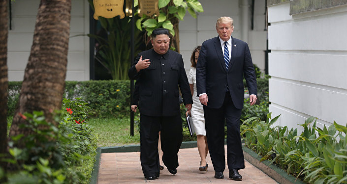 Kim Jong-un et Donald Trump lors du sommet de Hanoï