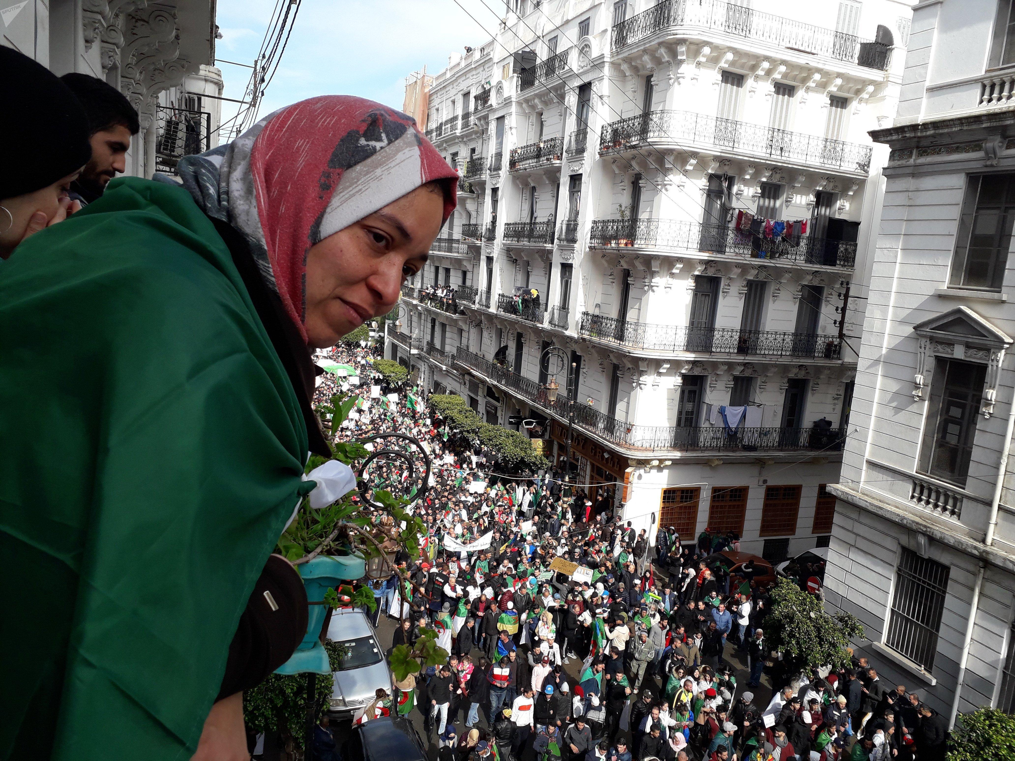 Habiba Alaoui, universitaire algérienne, engagée dans le mouvement populaire