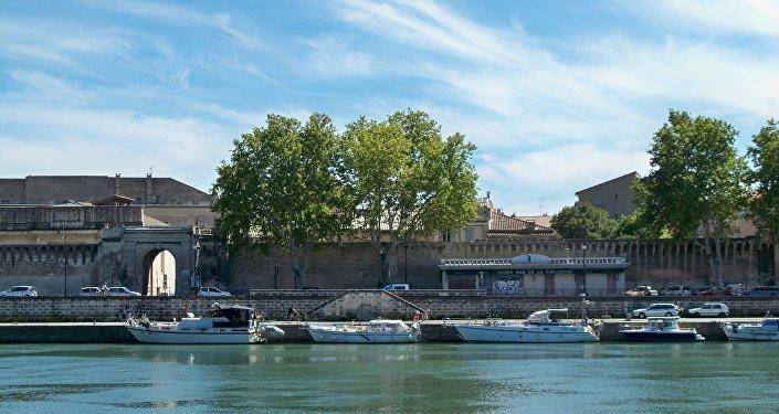 Quai de la ligne à Avignon