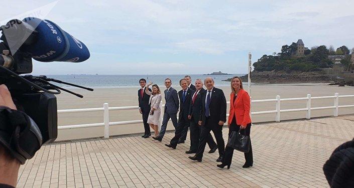 Les ministres des affaires étrangères du G7 marchent du même pas après leur dernière session de travail au Palais des arts de Dinard