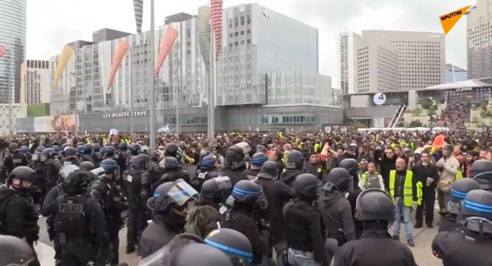 Gilets jaunes: nouvelles violences contre des journalistes, cette fois-ci à Lille (vidéo)