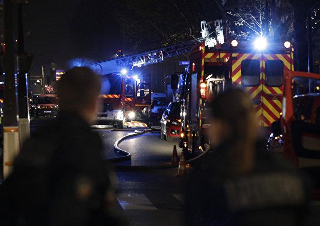 Pompiers après l'incendie dans le 19e arrondissement à Paris