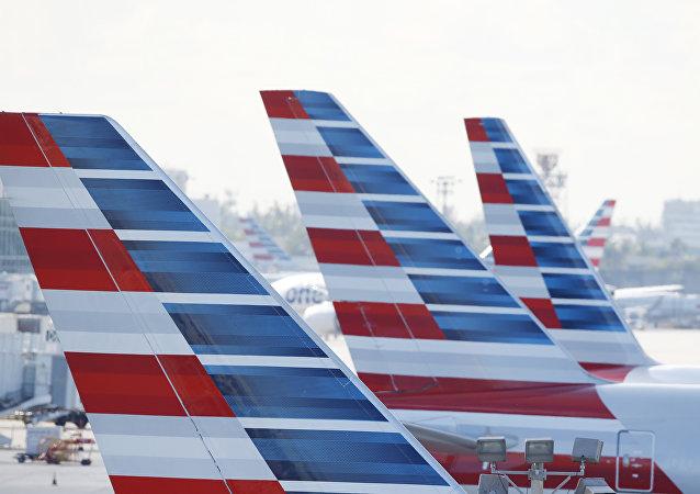 Des avions d'American Airlines