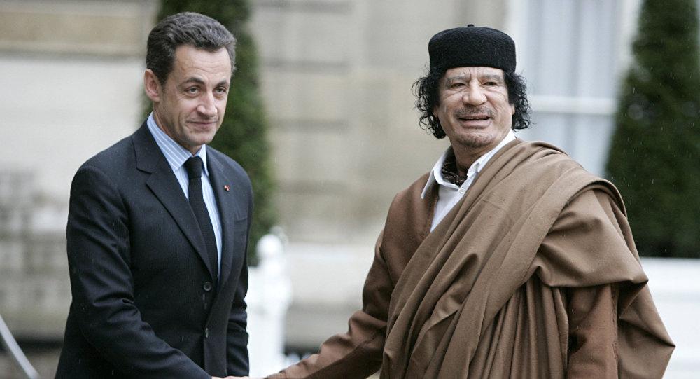 Nicolas Sarkozy et Mouammar Kadhafi en 2007